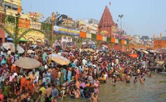 आज है कार्तिक पूर्णिमा, अयोध्या में भारी संख्या में श्रद्धालू लगा रहे सरयू नदी में आस्था की डुबकी