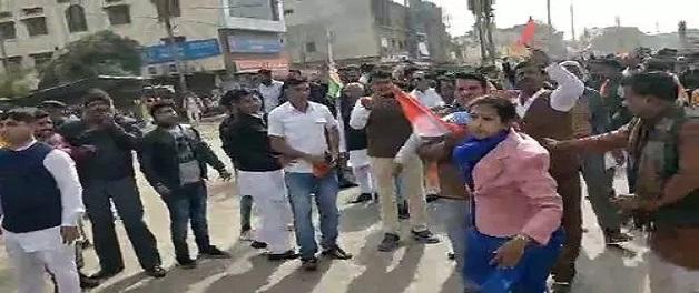 जानिए राजगढ़ प्रदर्शनकारियों और अधिकारियों की झड़प के मामले में भाजपा और कांग्रेस का पक्ष