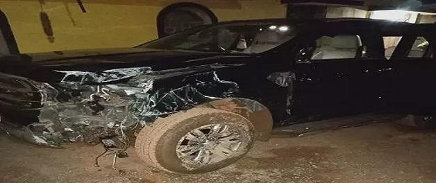 चुनाव प्रचार से लौटते वक्त पेड़ से टकराई विधायक देवव्रत सिंह की कार, बाल-बाल बचे