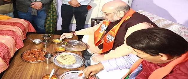 Delhi Election 2020: कार्यकर्ता के घर खाना खाने पर केजरीवाल ने अमित शाह पर कसा तंज