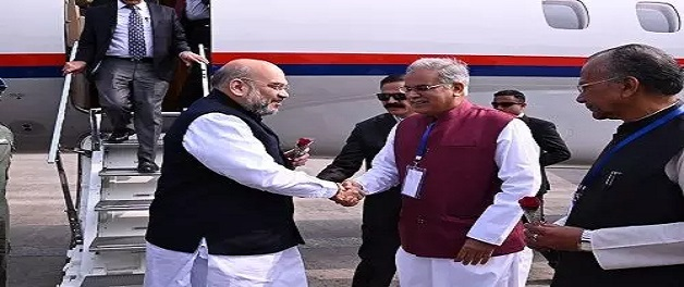 रायपुर पहुंचे गृह मंत्री अमित शाह, सीएम भूपेश बघेल ने एयरपोर्ट में किया स्वागत