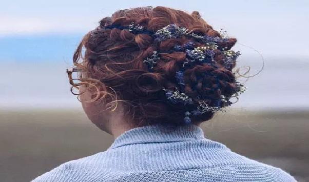 Curly Hairstyles Tips: बनाएं ये यूनिक हेयरस्टाइल, जो लुक को बना देगा और भी खास