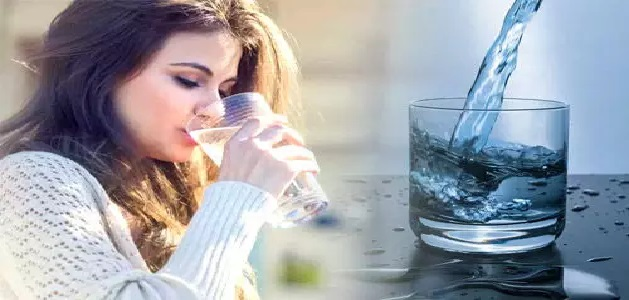 ग्लोइंग त्वचा चाहिए तो पानी में मिलाकर पिएं ये चीजें, कुछ ही दिन में दिखेगा जादुई असर