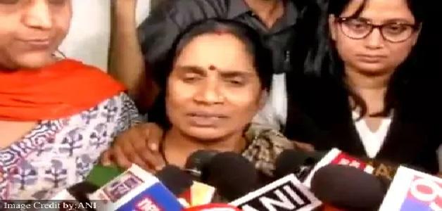 Nirbhaya case: दोषियों की फांसी के बाद निर्भया की मां ने कहा- आज मिला मेरी बेटी को इंसाफ