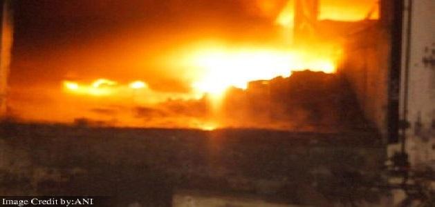 100 से अधिक झुग्गियों में लगी आग, कई घंटों की मशक्कत के बाद आग पर पाया काबू