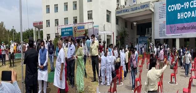 चिरायु अस्पताल से डिस्चार्ज हुए 100 से ज़्यादा मरीज, नरोत्तम मिश्रा ने अस्पताल पहुंचकर किया सम्मान