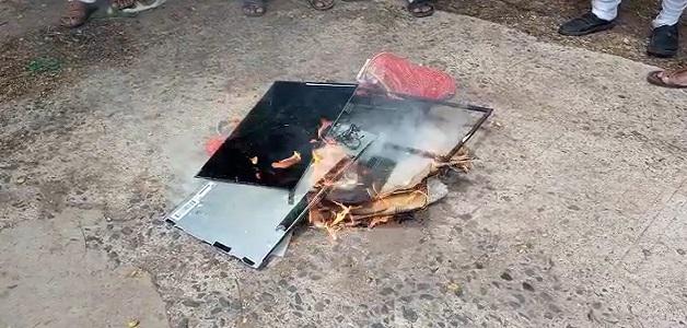 भारतीय किसान संघ पुरे मध्यप्रदेश में किया चीनी सामानों का विरोध, बहिष्कार करते हुए जलाया चीनी सामान