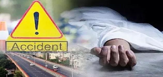 ट्रक में जा घुसी तेज रफ्तार बाइक, हादसे में दो भाइयों सहित चार लोगों की मौत