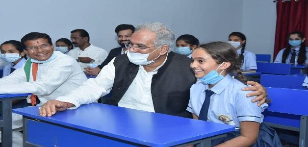 मुख्यमंत्री ने कोण्डागांव में स्वामी आत्मानंद अंग्रेजी माध्यम उत्कृष्ट विद्यालय का किया लोकार्पण