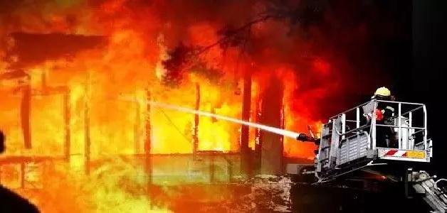 केमिकल फैक्ट्री में आग लगने से मचा हड़कंप, फायर ब्रिगेड की टीम को करनी पड़ी काफी मशक्कत