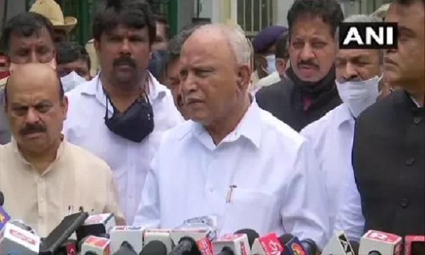 बीएस येदियुरप्पा राज्यपाल को इस्तीफा सौंप कर बोले- हाईकमान का कोई दबाव नहीं है, खुद से लिया फैसला