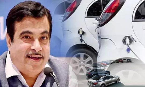 नितिन गडकरी ने वाहन विनिर्माताओं को दिया निर्देश अपनी पुरानी कारों को कबाड़ के लिए