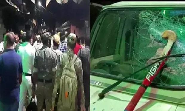 पश्चिम बंगाल: दुर्गा विसर्जन से लौट रही भीड़ पर बम से हमला, कई गाड़ियों में तोड़फोड़