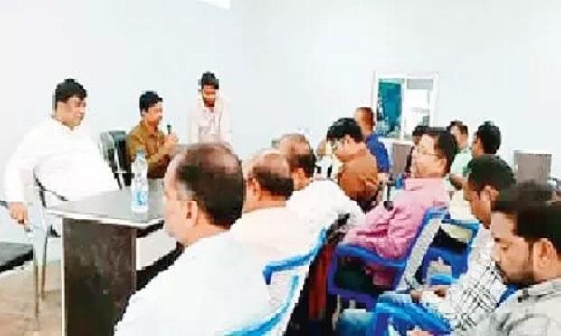 दशहरा-दीपावली मिलन में विधायक ने पत्रकारों में बांट दी स्वेच्छानुदान की राशि
