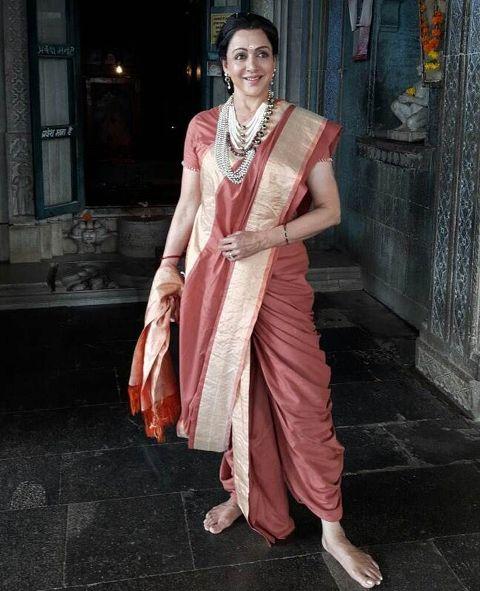 हेमा मालिनी एक प्रशिक्षित भरतनाट्यम डांसर हैं।