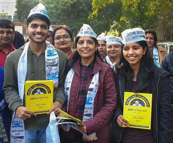 Delhi Vidhan Sabha Election 2020 : 'केजरीवाल फैमिली' प्रचार में उतरी, पिता के नक्शेकदम पर बेटी